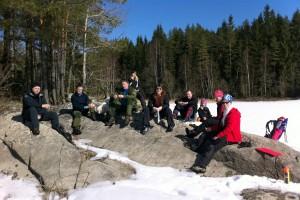Blide turgåere tar en rast i sola på Grefslisjøen.